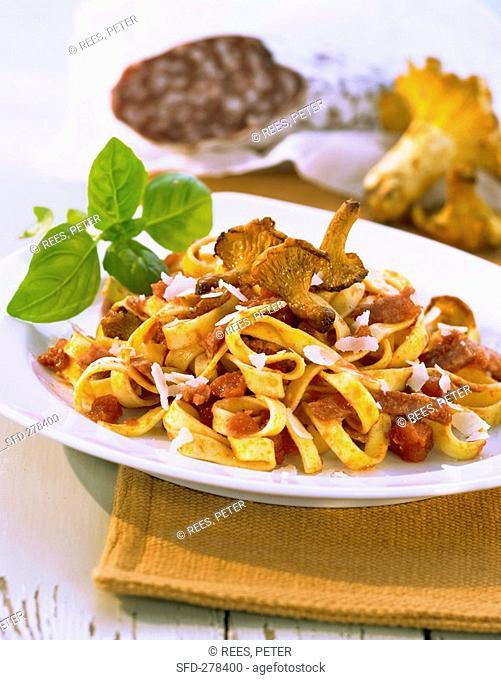 Pasta con salame alla cacciatore Pasta with mushrooms & salami