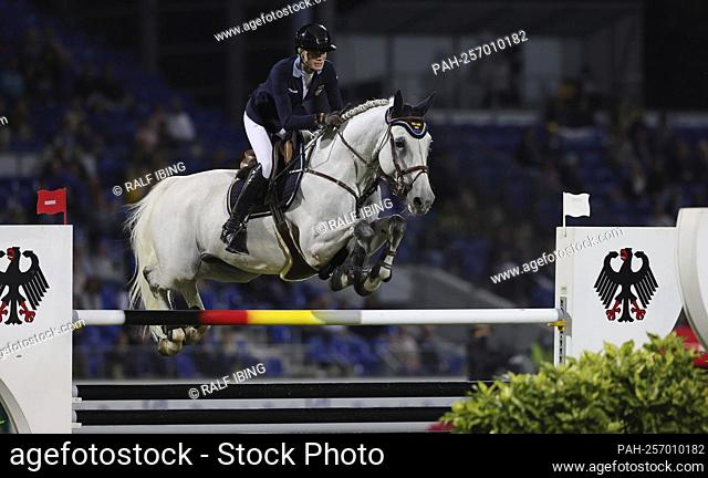 firo: 16.09.2021, equestrian sport, Aachener Soers horse show, CHIO 2021, show jumping, Mercedes-Benz Nations Cup, Annika AXELSSON, Sweden, on CLEO Z