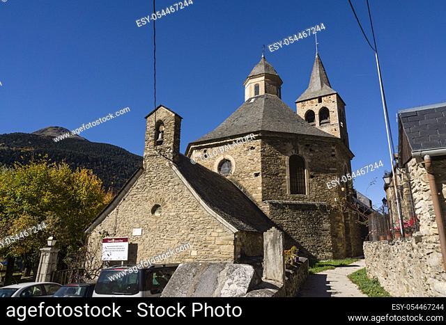 campanario de construcción gótica, alrededore del siglo XIV, iglesia romanica de Sant Felix de Vilac, siglo XII, , Vilac , municipio de Vielha e Mijaran