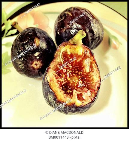 Fresh figs on a plate