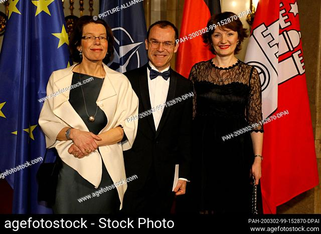 28 February 2020, Hamburg: Laurent Toulouse, Consul General of the French Republic, his wife Aude (l), and Natasa Rasevic (r)