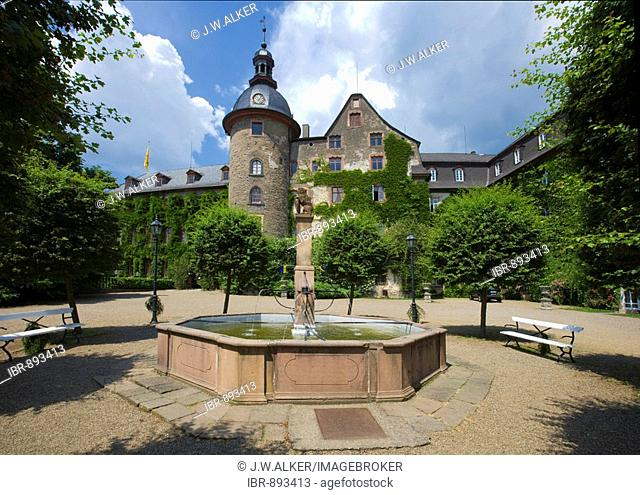 Fountain in front of Laubach Castle, residence of the count zu Solms-Laubach, Laubach, Hesse, Germany, Europe