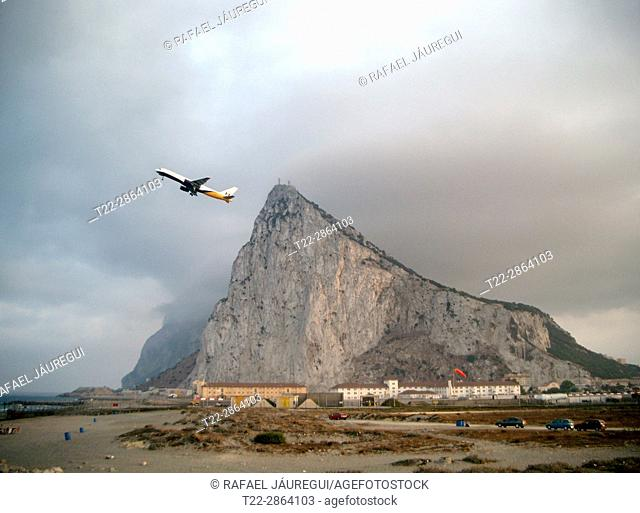 Gibraltar (United Kingdom). Plane taking off from the colony of Gibraltar