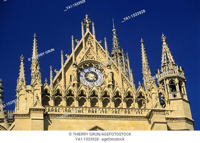 Western gable with ornaments, clock and pinnacles, Cathedral St Etienne, Metz, Moselle, Lorraine region, France