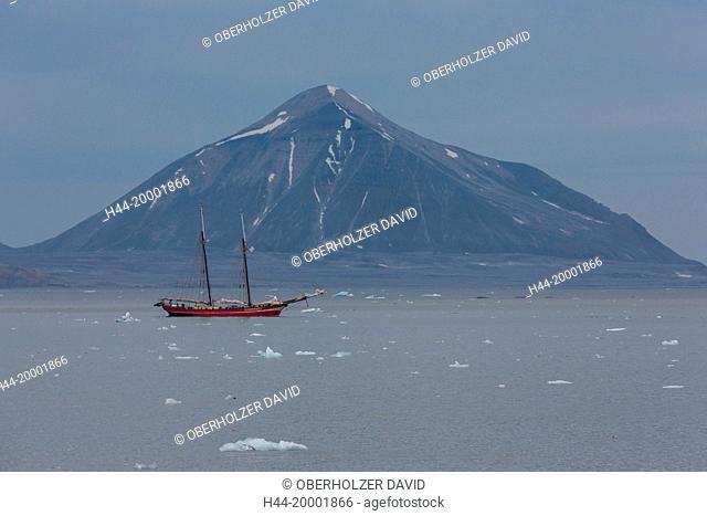 Spitsbergen, Svalbard, Hornsund, boat