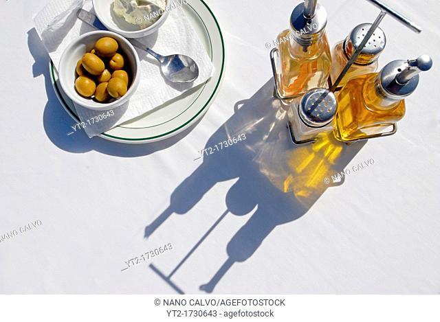 Olives and alioli