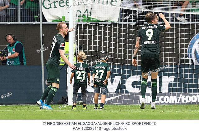 firo: 17.08.2019 football, football: 1. Bundesliga, season 2019/2020 VfL Wolfsburg - FC Cologne Koeln 2: 1 VfL Maximilian Arnold, individual action, joke, humor