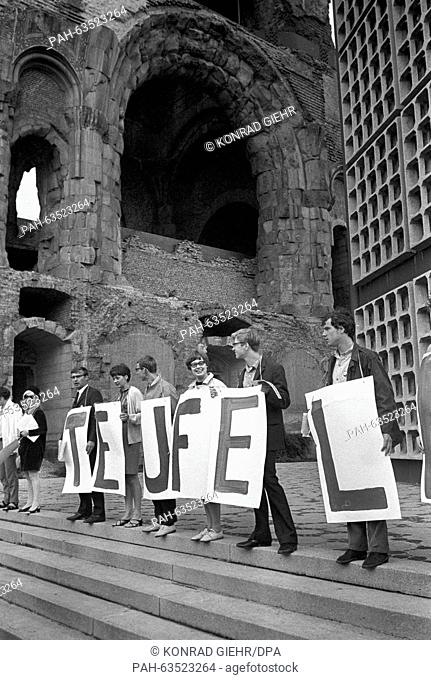 "Students with banners forming the name """"Teufel"""" demonstrate for Fritz Teufel's release from prison on 05 August 1967. Fitz Teufel is imprisoned because of the..."