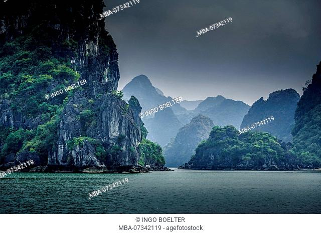 Asia, Vietnam, Quang Ninh province, Halong Bay