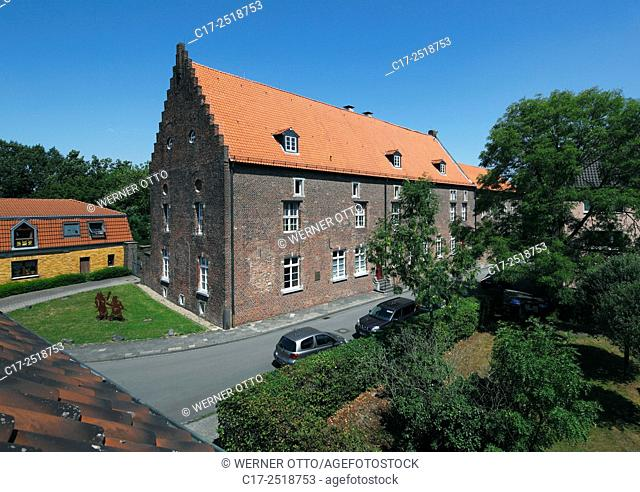 Germany, Rheinberg, Rhine, Lower Rhine, Ruhr area, Rhineland, North Rhine-Westphalia, NRW, Alte Kellnerei, brick building, stepped gables, agricultural building