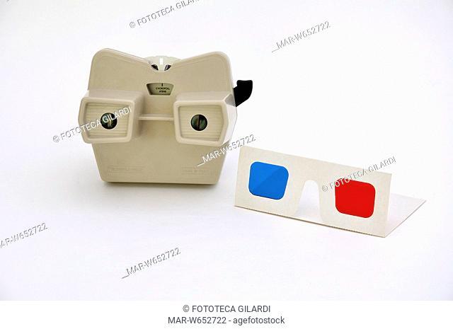 VIEW-MASTER Model G (1959-1977) e occhialini anaglifi, bicolori rosso ciano. Due sistemi per la visione tridimensionale 3d