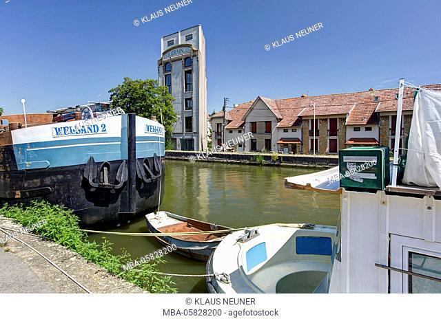 Houseboats, houses, house facades, Canal de la Marne ouch Rhin Est, Nancy, Département Meurthe-et-Moselle, France