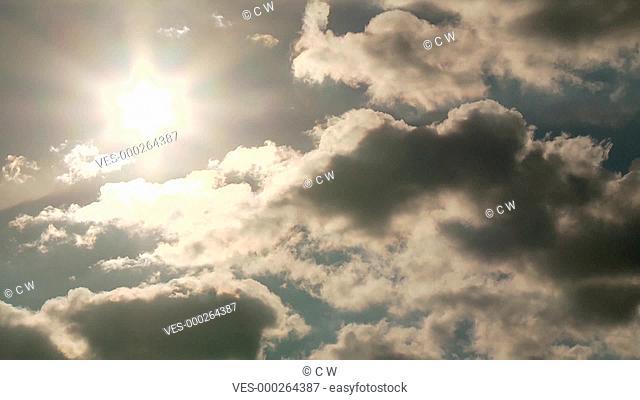 Wolken Zeitraffer mit Sonne