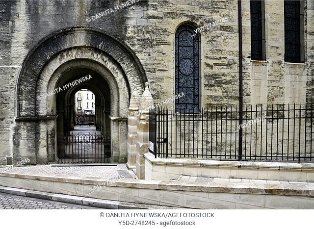 Rue Denfert Rochereau, side entrance to Saint-Front Cathedral, old town of Périgueux, World Heritage Sites of the Routes of Santiago de Compostela in France