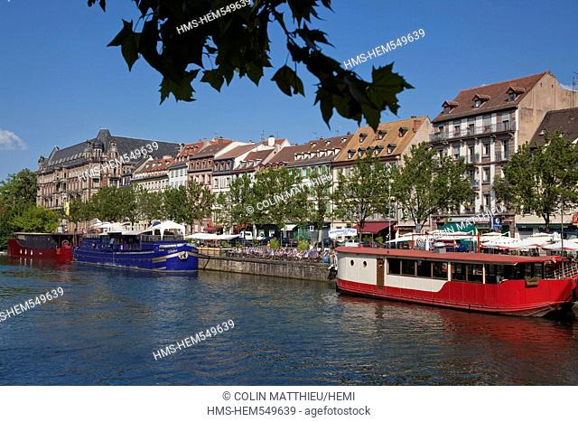 France, Bas Rhin, Strasbourg, German Quarter, barge on Quai des pcheurs