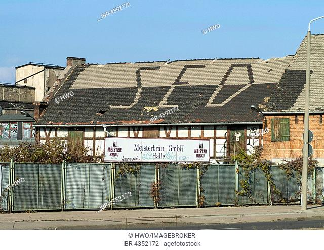 Decaying Brewery VEB Meisterbräu, SED lettering on the roof, roofing work, in operation until 1993, testimony of the GDR dictatorship, Halle an der Saale