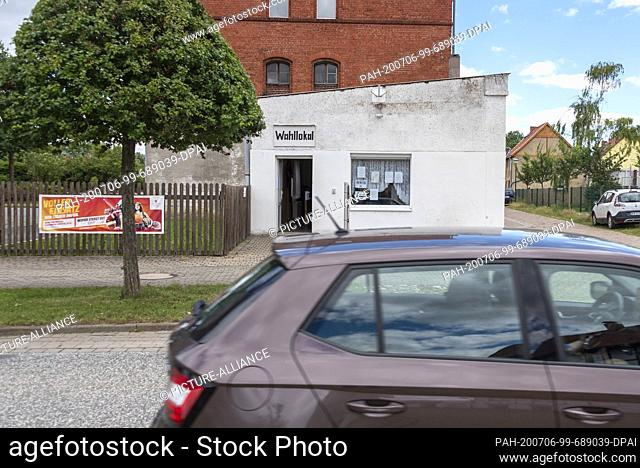 05 July 2020, Saxony-Anhalt, Wedderstedt: View of a polling station in Wedderstedt. In the Harz district a new district administrator was elected this weekend