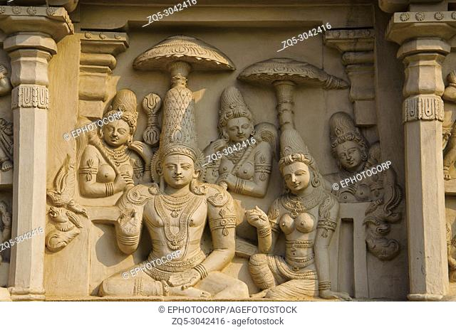 Carved idols on the outer wall of the kanchi Kailasanathar temple, Kanchipuram, Tamil Nadu, India. Oldest Hindu Shiva temple in the Dravidian architectural...