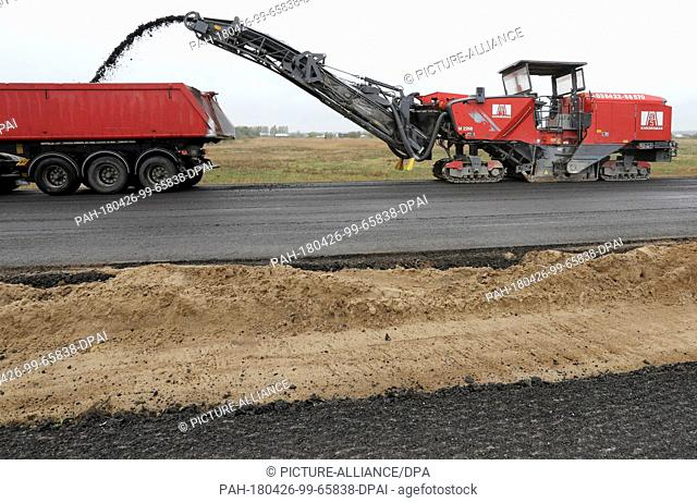 26 April 2018, Germany, Tribsees: Milling machine at work on the partly sunken baltic sea A20 motorway. 800 metres will be dismantled in total in order to make...