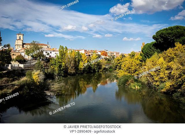 Locality of Pesquera de Duero from the footbridge that saves the Duero river in the path GR. 14. Ribera del Duero. Valladolid. Castilla y León. Spain