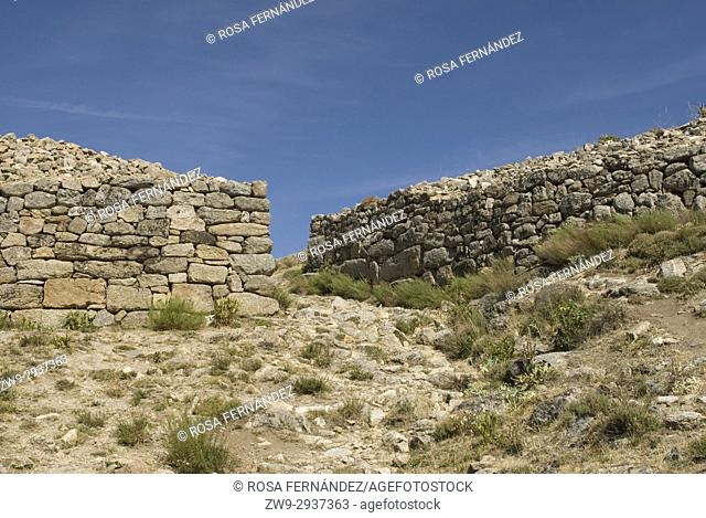 Wall and entrance to the Castro de Ulaca, Villaviciosa, Ávila, Castilla y Leon, Castile, Spain. Vetton village from the Iron Age located at the River Ambles...