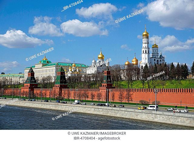 Moscow Kremlin with Cathedral of the Dormition, Archangel Michael Cathedral and Ivan the Great Bell Tower, Moscow Kremlin, Moscow, Russia