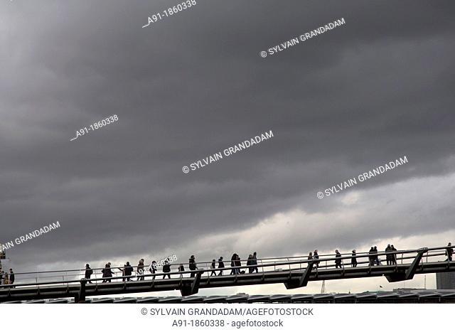United Kingdom, city of London, The City, Millenium Bridge architect Foster