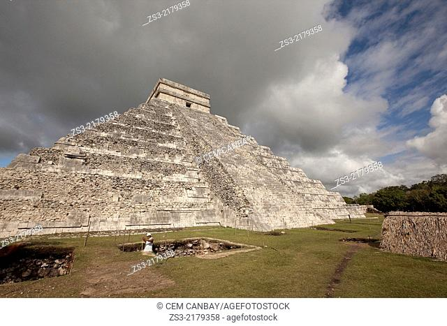Castle-Pyramid of Kukulcan in prehispanic Mayan city of Chichen Itza Archaeological Site, Yucatan Province, Mexico, North America