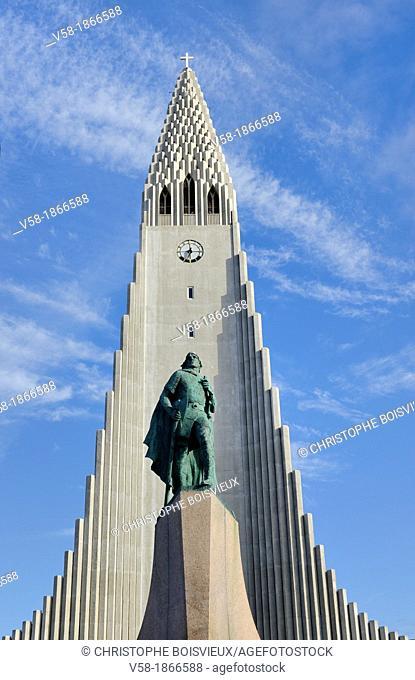 Iceland, Rekjavik, Statue of Leif Ericson Leifr Eiríksson and Hallgrimskirkja church