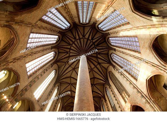 France, Haute Garonne, Toulouse, Couvent des Jacobins, palm tree of the church vault