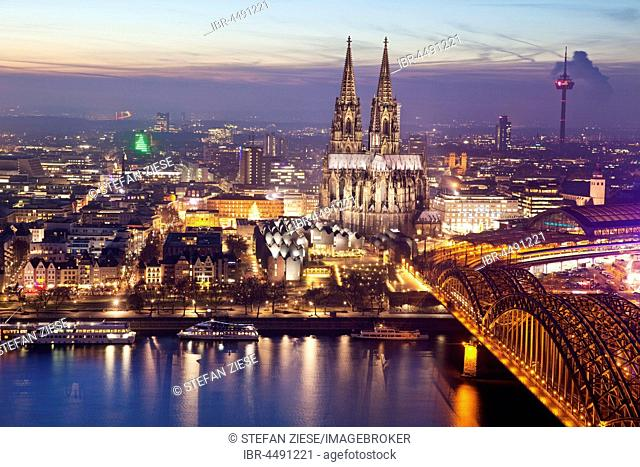 Cityscape with Cologne Cathedral, Hohenzollern Bridge and the Rhine at dusk, Cologne, Rhineland, North Rhine-Westphalia, Germany