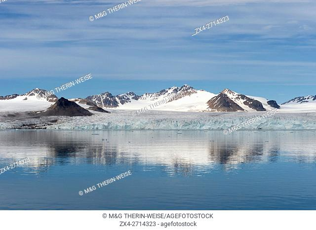 Lilliehook glacier in Lilliehook fjord a branch of Cross Fjord, Spitsbergen Island, Svalbard archipelago, Norway