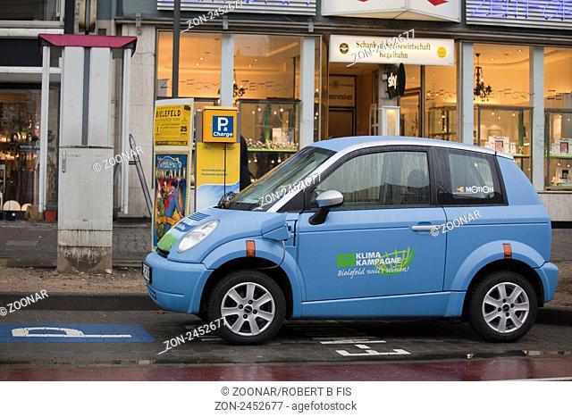 reservierte Parkplaetze für Elektroautos der Stadtwerke Bielefeld mit Ladestation in der Bielefelder Innenstadt / city parking lots for electric cars of...