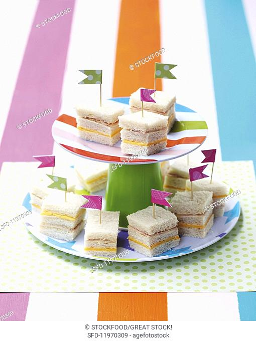 Min sandwiches with flags for a child's birthday party