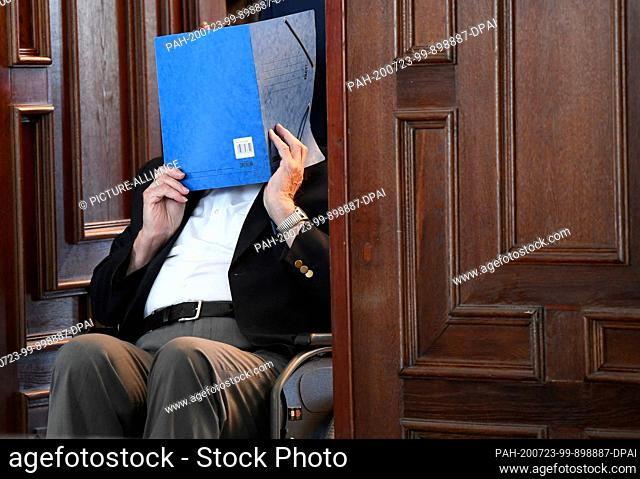 23 July 2020, Hamburg: A 93-year-old former SS guard of the Stutthof concentration camp near Danzig leaves the hall of the Regional Court after the sentencing
