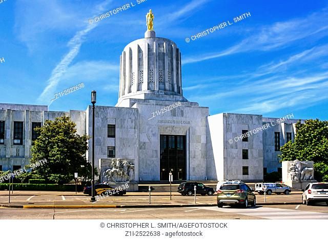View of the Oregon State Capitol building in Salem. Built in 1936 and expanded in 1977. This is the third building, the previous two were destroyed by fire -...