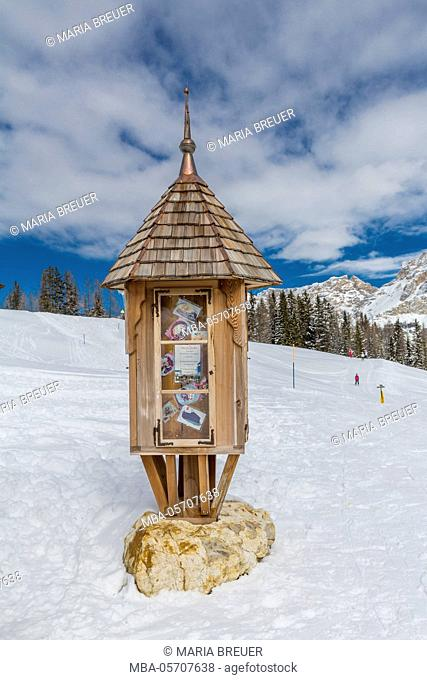 little house for information with menu card, Ütia Malga Saraghes Alm (alp), ski hut, skiing region of Alta Badia, South Tyrol, Alto Adige, the Dolomites, Italy