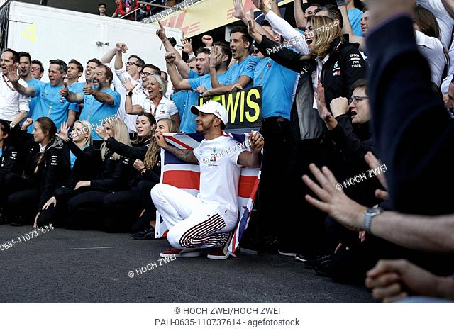 Motorsports: FIA Formula One World Championship 2018, Grand Prix of Mexico, . #44 Lewis Hamilton (GBR, Mercedes AMG Petronas Motorsport) celebrates winning the...