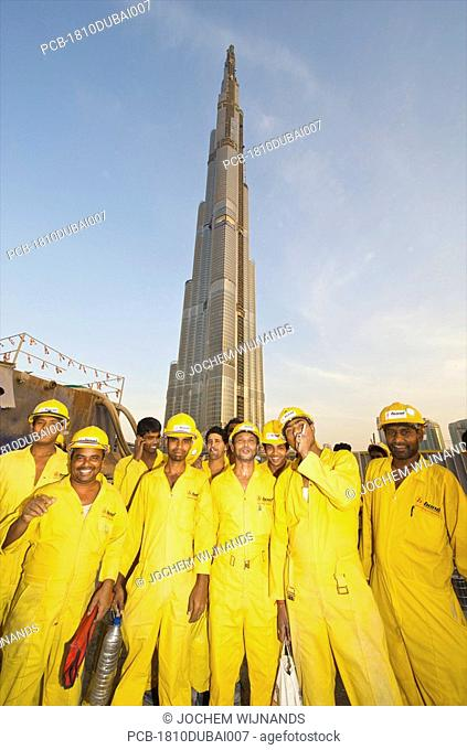 Dubai, Burj Dubai, migrant workers building the tallest structure in the world