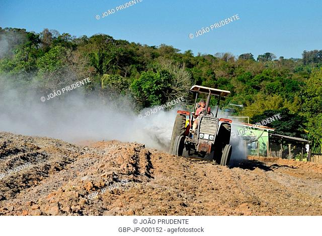 Rural workers applying limestone on plowed land in rural areas, Guaxupé, Minas Gerais, Brazil, 10.2016