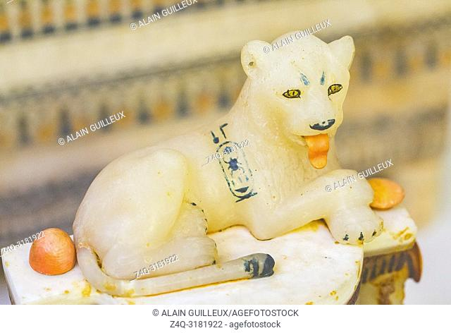 Egypt, Cairo, Egyptian Museum, Tutankhamon alabaster, from his tomb in Luxor : Detail of a cylindrical jar with a recumbent lion on top