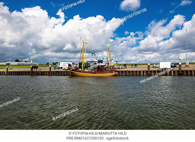Hooksiel outer harbour, Wangerland, Friesland district, Lower Saxony, North Sea, Germany, June 2016 / Hooksiel Außenhafen, Wangerland, Landkreis Friesland