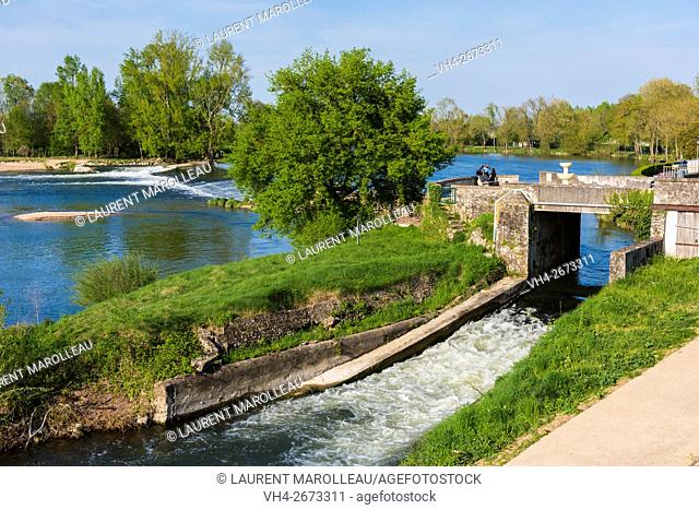The Cher River at Savonnieres Village. Tours District, Indre et Loire, Loire Valley, France, Europe