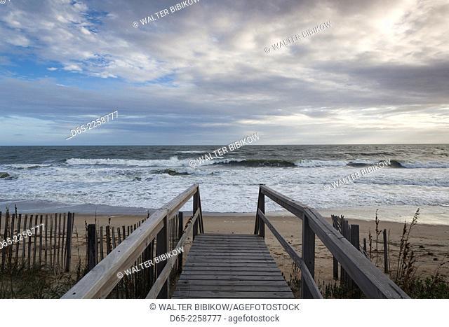 USA, North Carolina, Outer Banks National Seashore, Kitty Hawk, waterfront, dawn