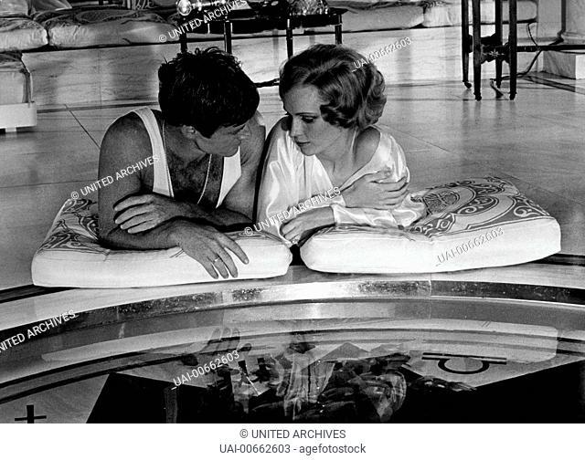 DER GROßE GATSBY / The Great Gatsby USA 1974 / Jack Clayton MIA FARROW (Daisy Buchanan) und ROBERT REDFORD (Jay Gatsby) Regie: Jack Clayton aka