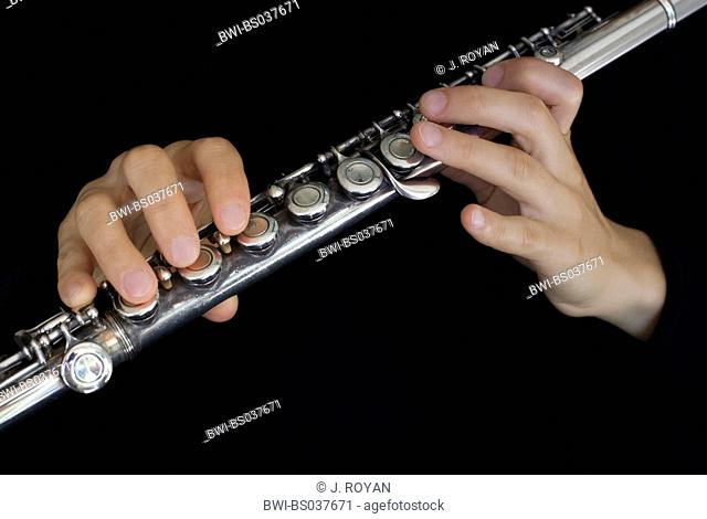 flute players hands