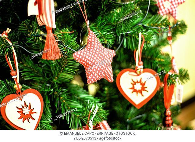 Pendant Christmas, hearts and stars on the Christmas tree