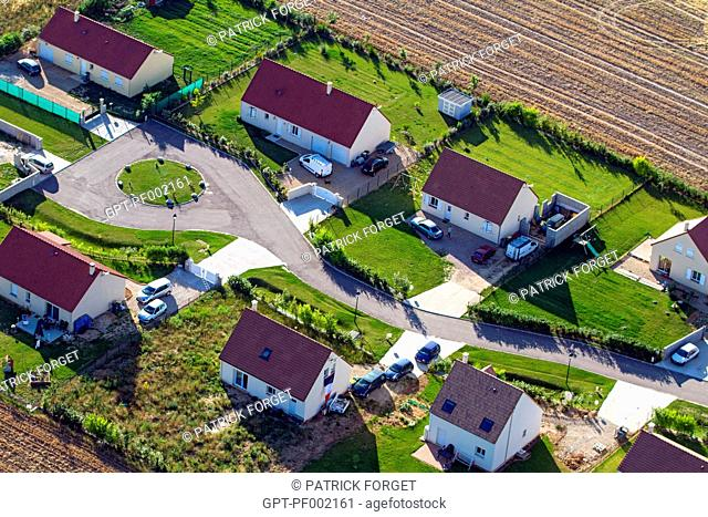 SUBURBS, INDIVIDUAL HOUSES, VERNoN, EURE 27, NoRMANDY, FRANCE