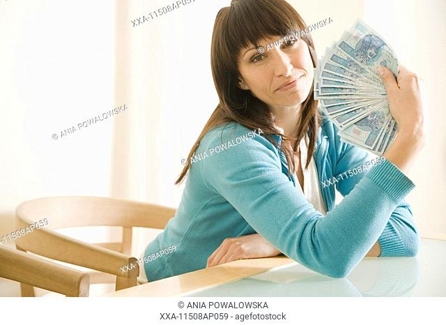 mautre woman with money