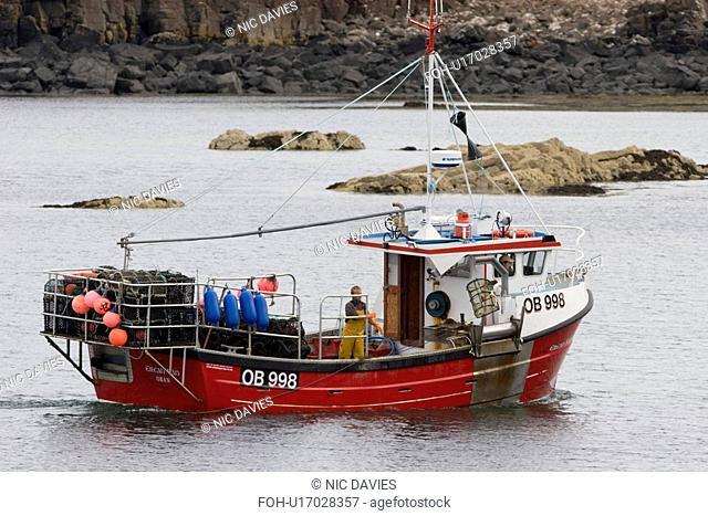 Creel boat. 'Eilean Ban' shooting creels to catch lobster, crab etc. Hebrides, Scotland
